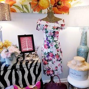 Dresses & Skirts - NWT RETRO Vintage Style Floral Print Wiggle Dress